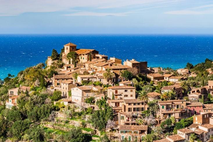 Disfruta de una excursión a Valldemossa y Deià antes de cenar en nuestro restaurante en Palma - Koa Palma
